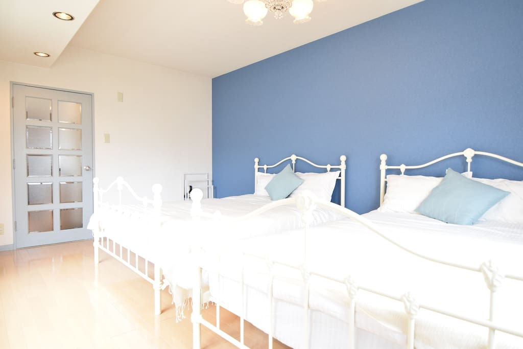 Bedroom 1 (Blue) has 2 double sized beds