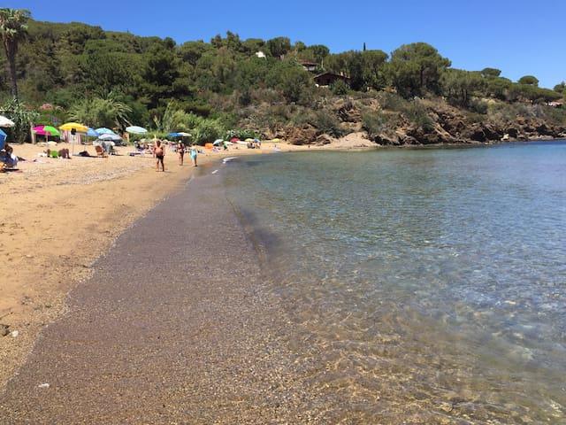 100mt dalla spiaggia giardino recintato indipenden