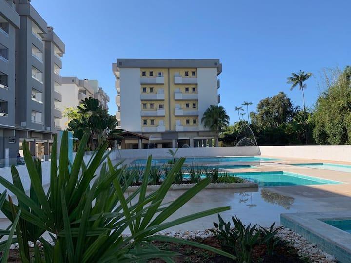 Apartamento Estilo & Conforto! A 300mts da praia.