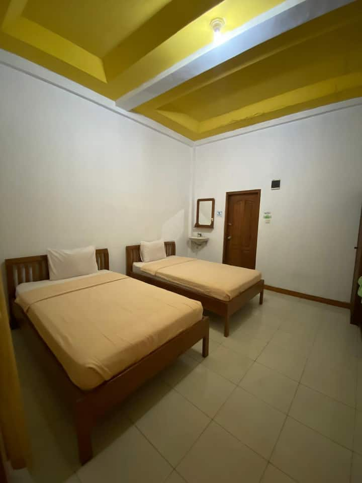 Cozy Room near Wae Rana Beach at Surya