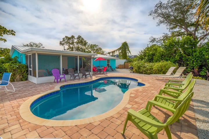 POOL VIEW   Walk to beach   Daily rentals SPECIALS