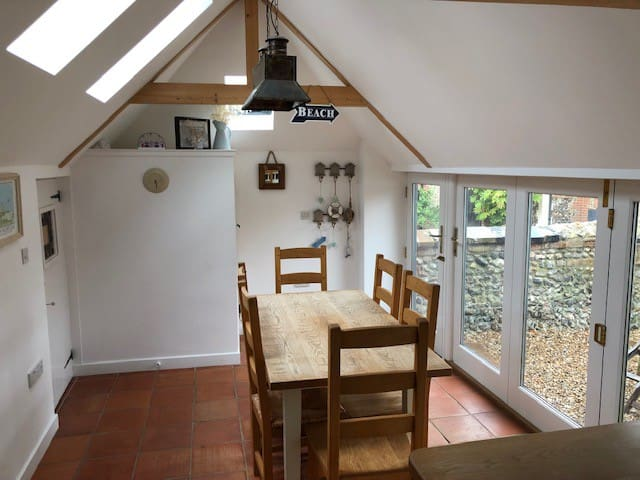 Lavender cottage - cosy with well equipped kitchen
