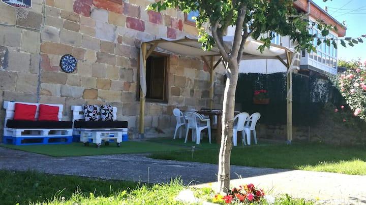 Bonita casa con jardín junto al Pantano del Ebro