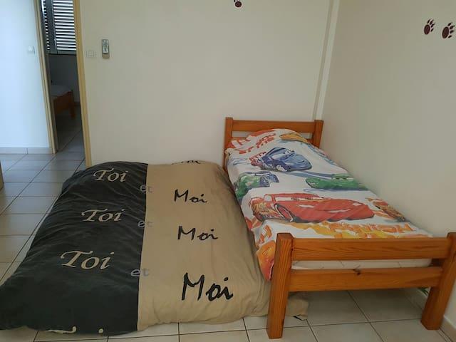 Chambre tout confort dans maison - Saint-Pierre - Hus