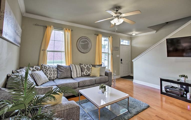 Airy Light Flooded Townhouse w/TWO Guest Suites 4U