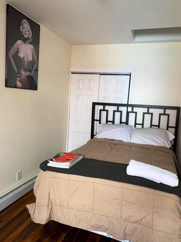 Serene space/room in minimal Bedstuy home.