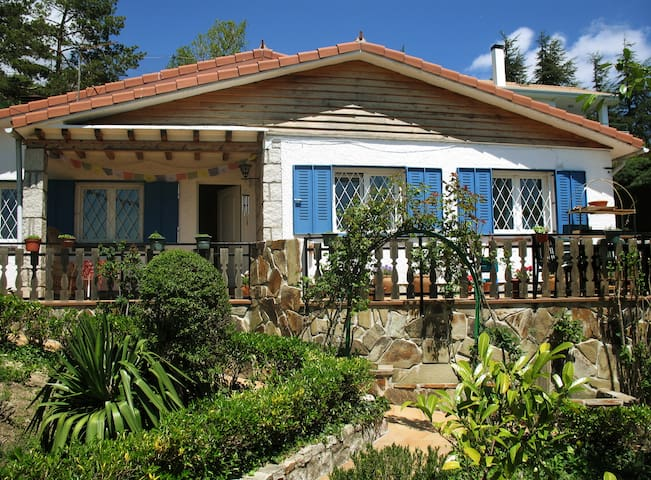 Charming cottage with private pool near Madrid - Miraflores de la Sierra - Huis