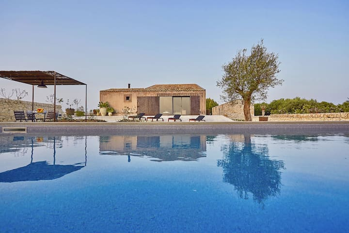 Designvilla- new pool - 3 km away from Carratois
