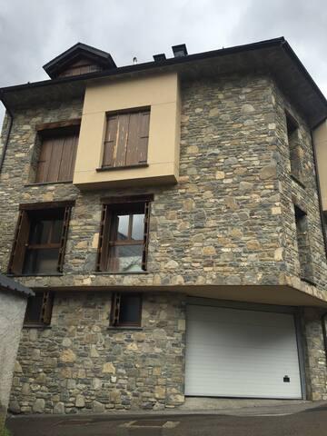 Apartamento en escarrilla pirineo Aragones .