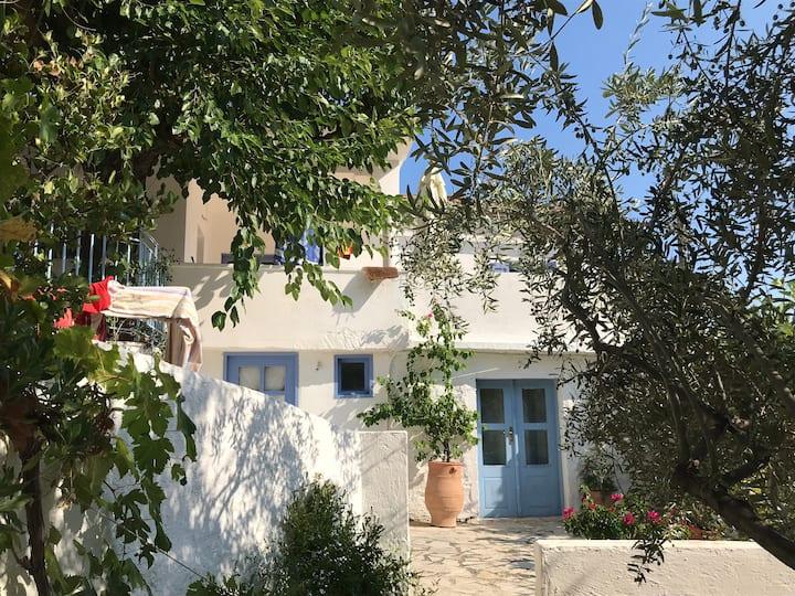 Maison de Charme entre oliviers et mer (Leonidio)