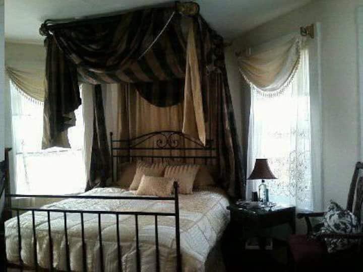 Sunny SALEM Suite ❤ Extended Stay - near BOSTON!