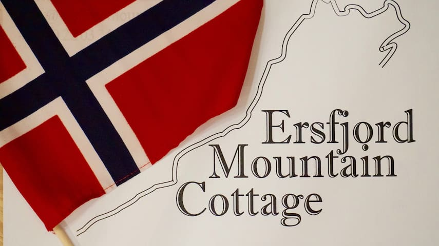 Ersfjord Mountain Cottage is a charming and cozy holiday home in Ersfjordbotn, Northern Norway.