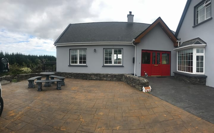 Hill View Farmhouse Basement- Ring of Kerry-10 min
