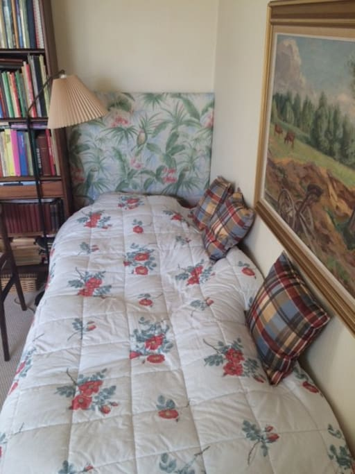 Single bed in room - very comfortable mattress