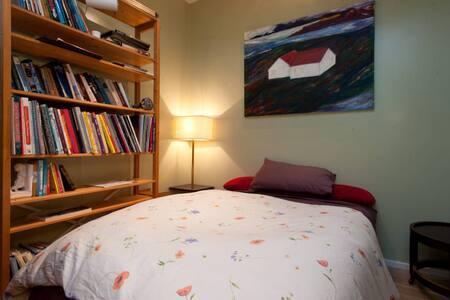 Private Cozy Room/Bath In SOCO!! - Austin