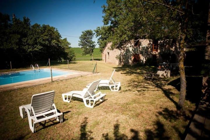 Grande ferme à la campagne avec piscine très calme - Graulhet - Casa