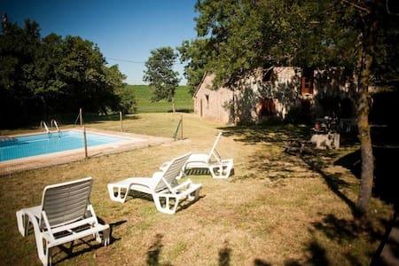 Grande ferme à la campagne avec piscine très calme - Graulhet