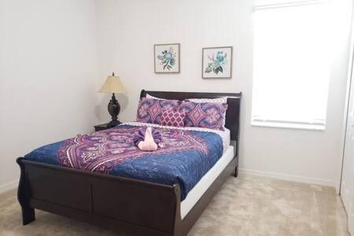 Bedroom 12 (Queen)