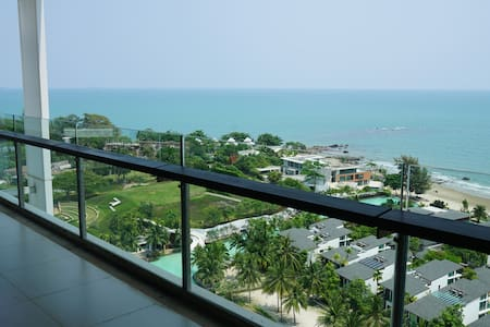 Manifique Beachfront apartment with large balcony.