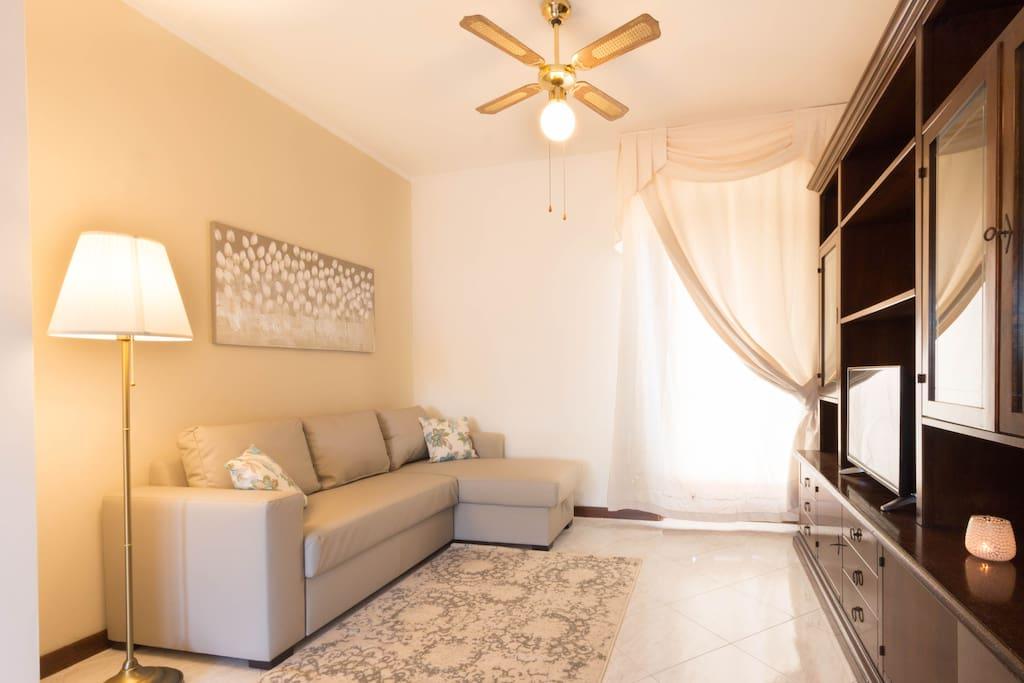 salone - comodo divano con angolo tv