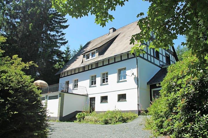 Casa de vacaciones independiente de entramado en madera típico situada en zona tranquila