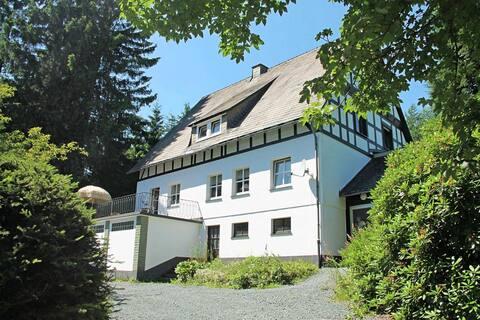 Quaint Holiday Home near Skiing Area in Neuastenberg