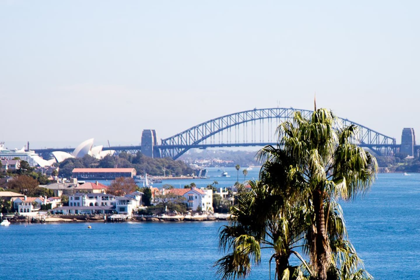 You can see the opera house and the bridge from almost everywhere in the home!