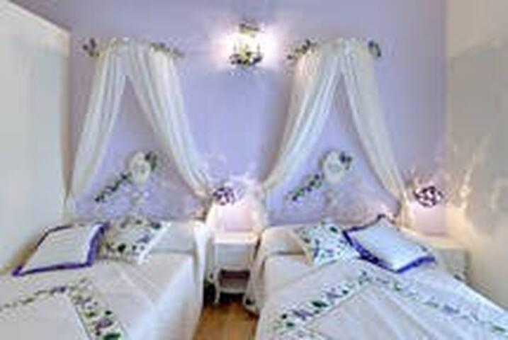 B&B con 6 camere per 10 posti letto - Lucera - Bed & Breakfast