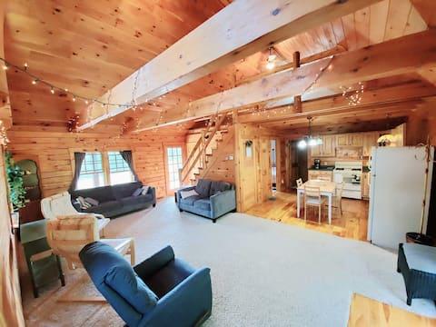 Safe, Secluded Getaway - Idyllic log house w/ WiFi