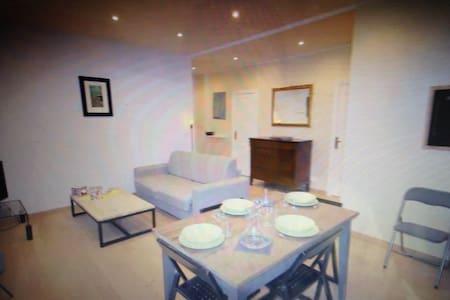 Nice 3 rooms Town center calm and - Charleroi - Apartamento