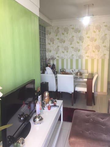 Apartamento com dois dormitório, sendo uma suite.