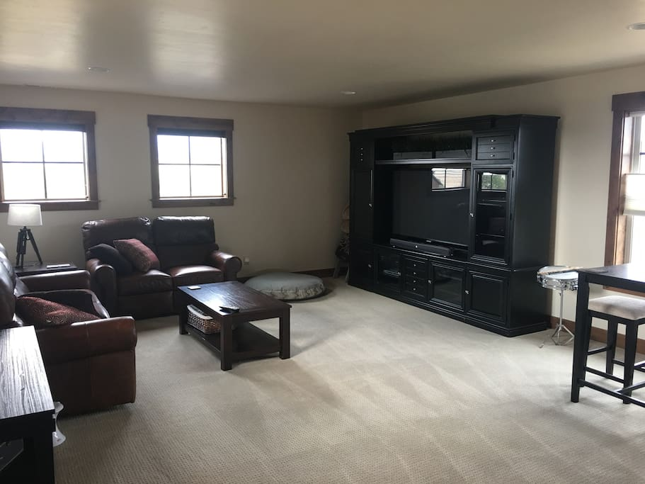 Bonus room with TV and DVR