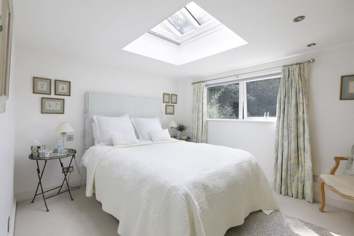 Midhurst - Private access exclusive accommodation.