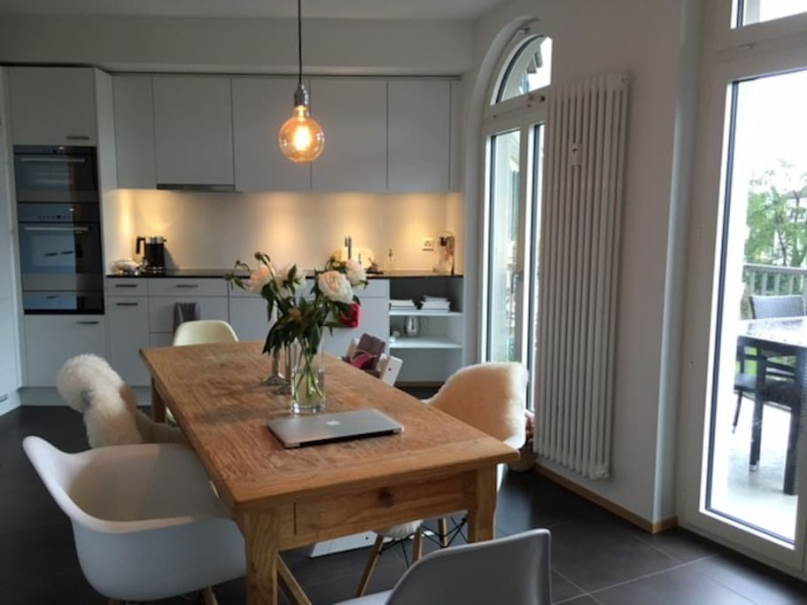 Wohnküche mit Balkon zum Innenhof 1