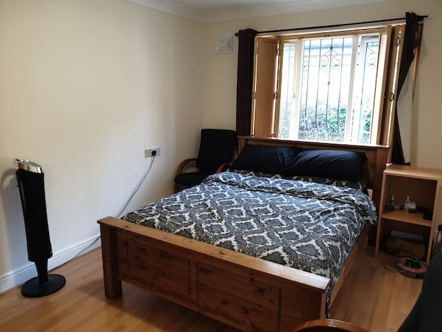 Private large double bedroom in a shared house