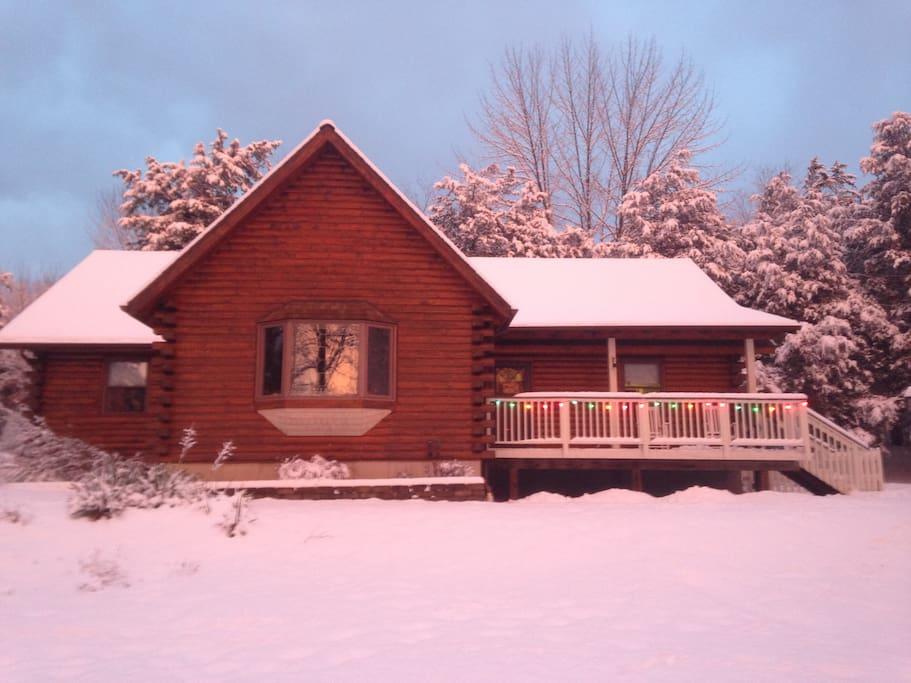 Hudson valley log home in park like setting maisons for Hudson log