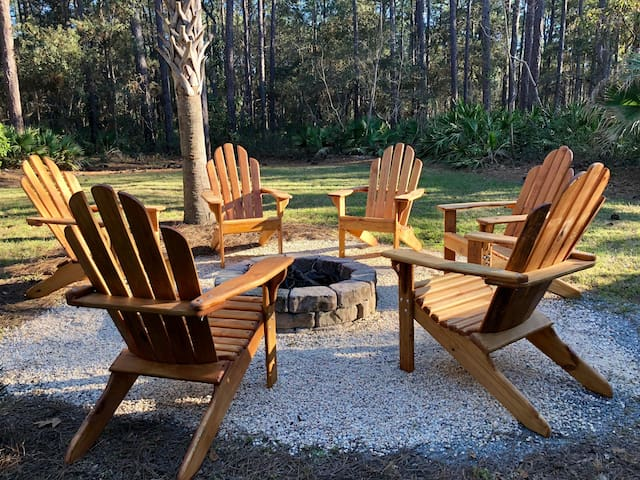Seating for six around the firepit