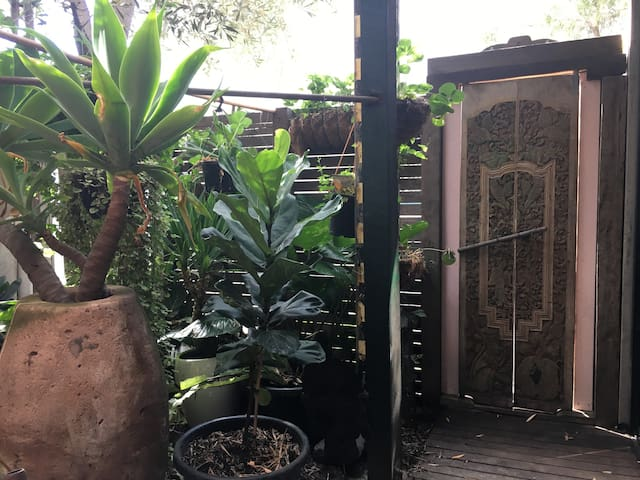 Private oasis garden paradise in fabulous location