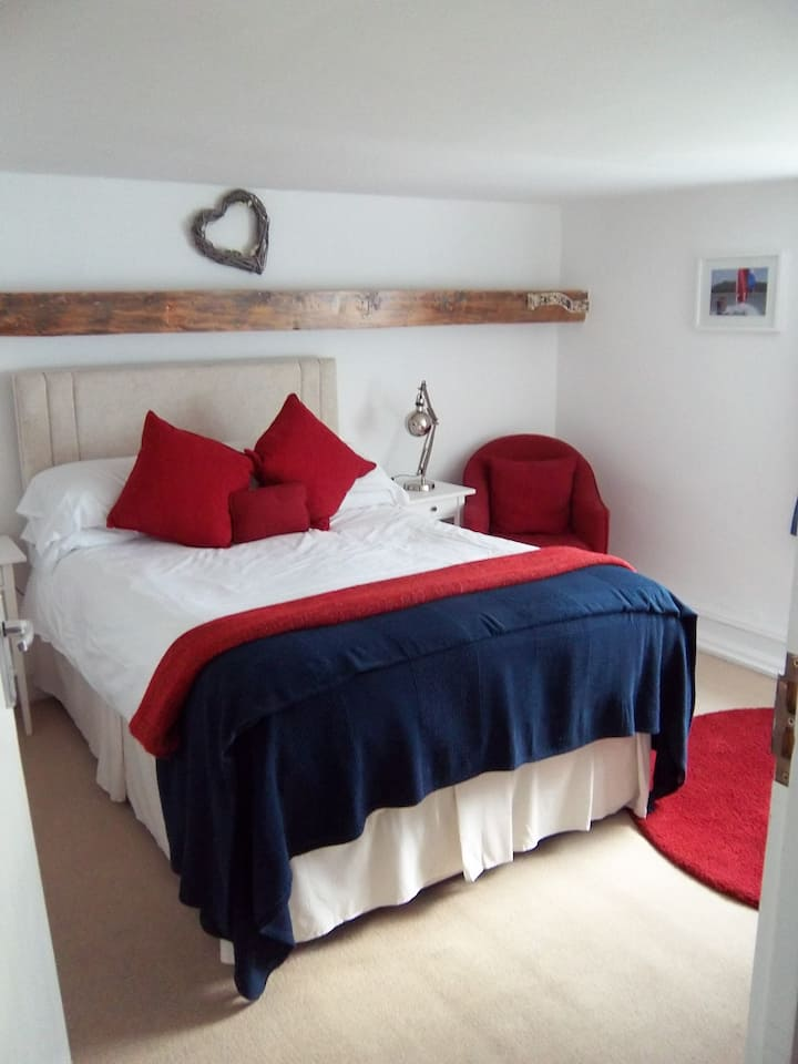R1 - Double En-suite at Itchenor Sailing Club