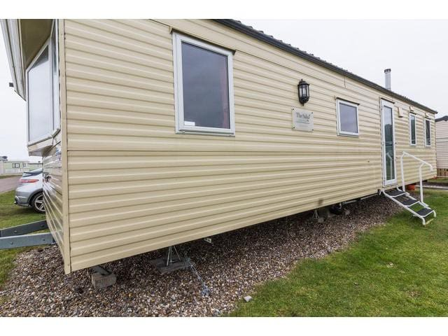 3 Bed, 8 Berth at North Denes 40100
