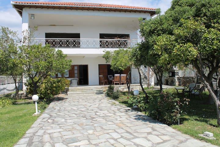 Great family villa in front od the sea - Malaki - Villa