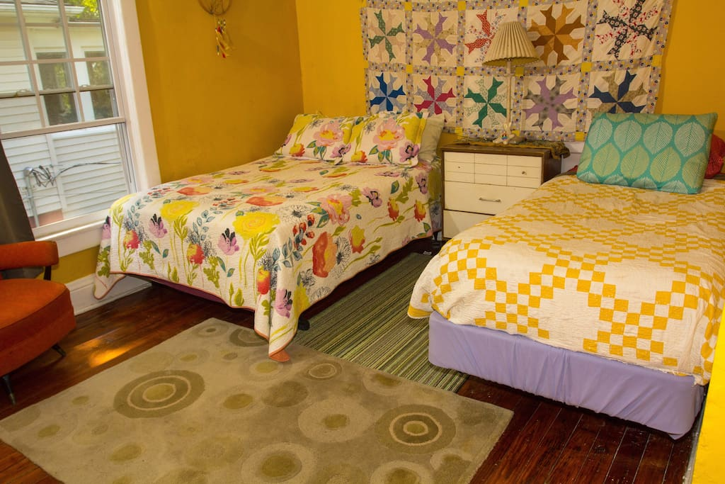R3: The Sunshine Room (twin, full beds)