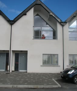 Bright and airy townhouse overlooking the Shannon. - Athlone