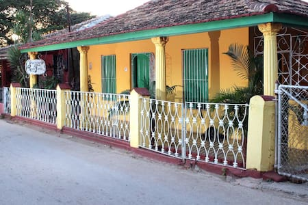 Room for three guests next to the Caribbean Sea - La Boca - Rumah