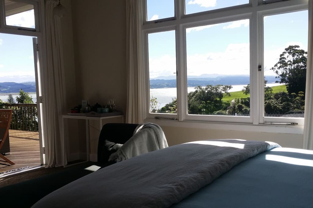 A view of the sea and ranges from bed