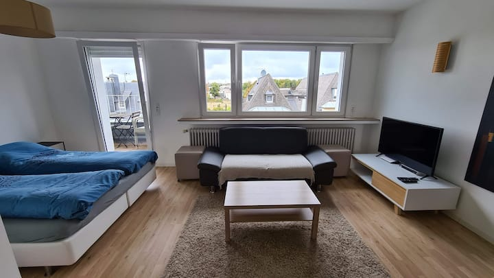 Stylish Top Floor Lux City Studio with A+ Views