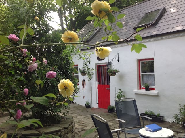 Charming Causeway Cottage  Clonakilty P85CC42