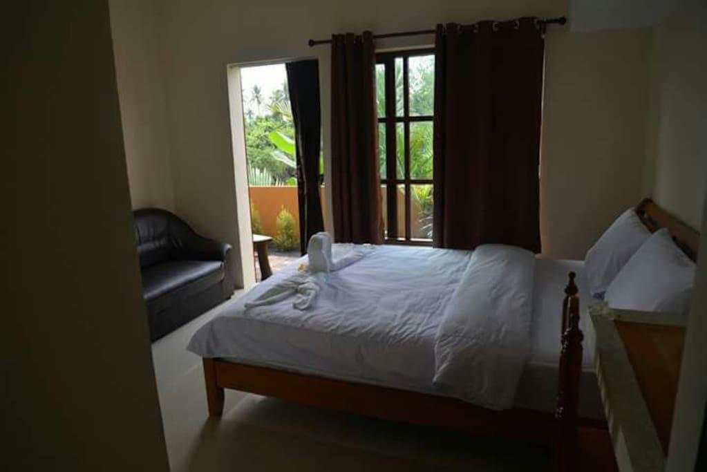 Queen sized bed - 2nd bedroom
