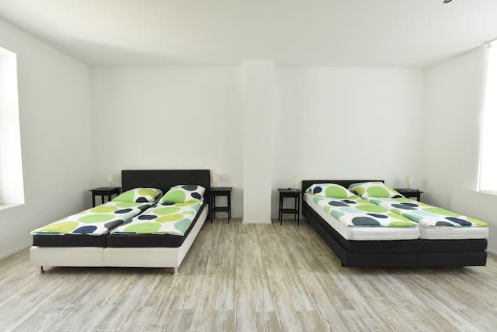 Lüxuriöse großzügige 3 Zimmer 130 qm Wohnung mit Garten