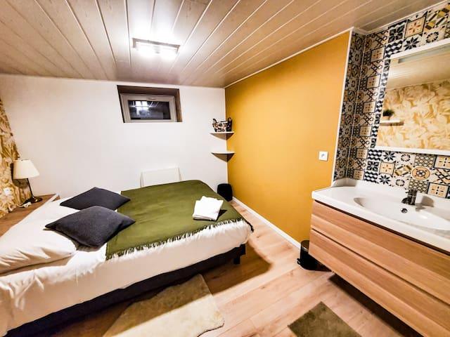 Chambre 4 avec lavabo et lit de 160*200